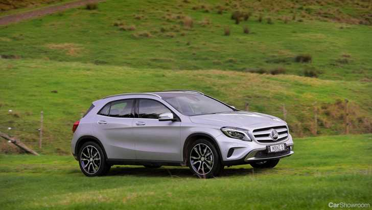 Review mercedes benz gla 250 4matic review and first drive for Mercedes benz 4matic meaning