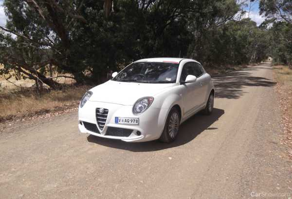 review alfa romeo mito review and road test. Black Bedroom Furniture Sets. Home Design Ideas
