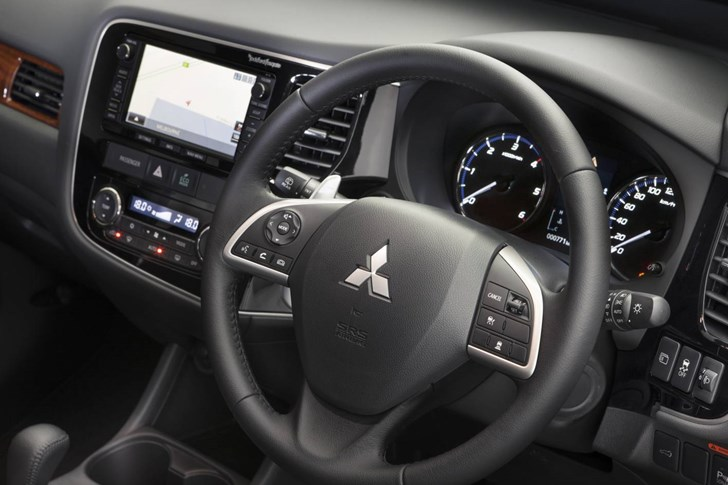 Review - Mitsubishi Outlander Review and Road Test