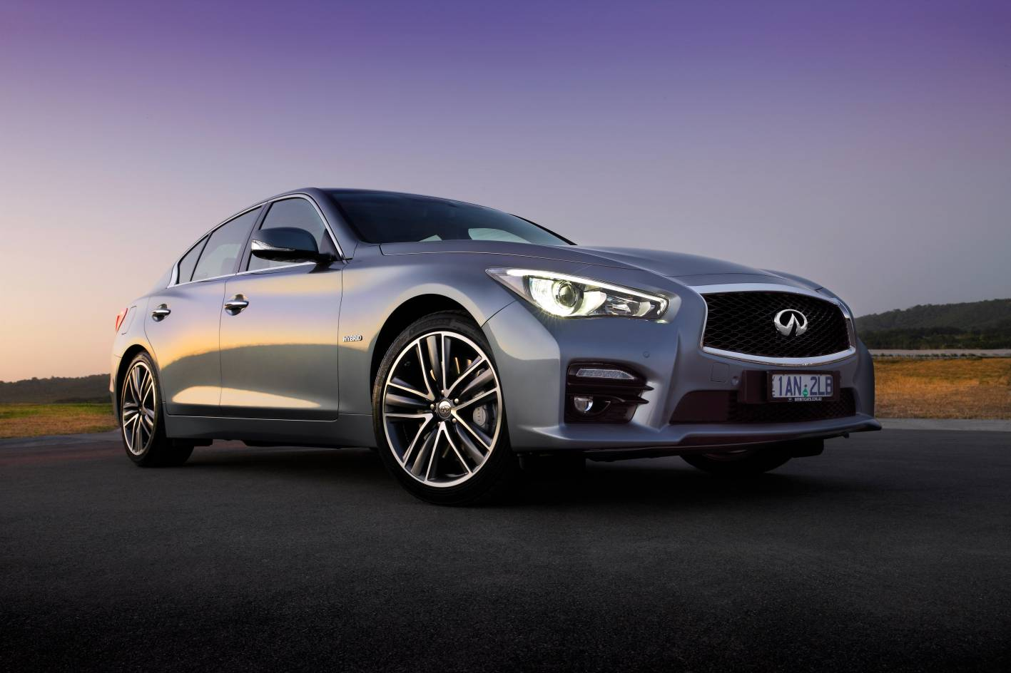 review infiniti q50 review and first drive carshowroom. Black Bedroom Furniture Sets. Home Design Ideas