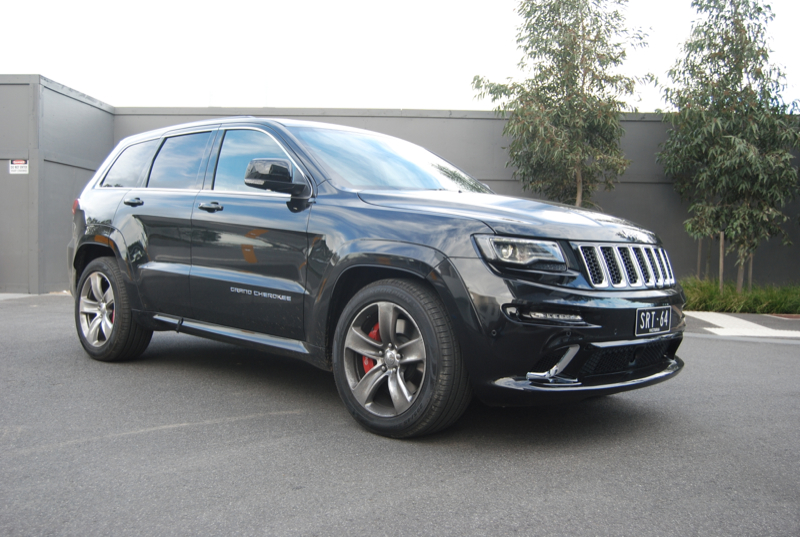 review jeep grand cherokee srt review and road test. Black Bedroom Furniture Sets. Home Design Ideas