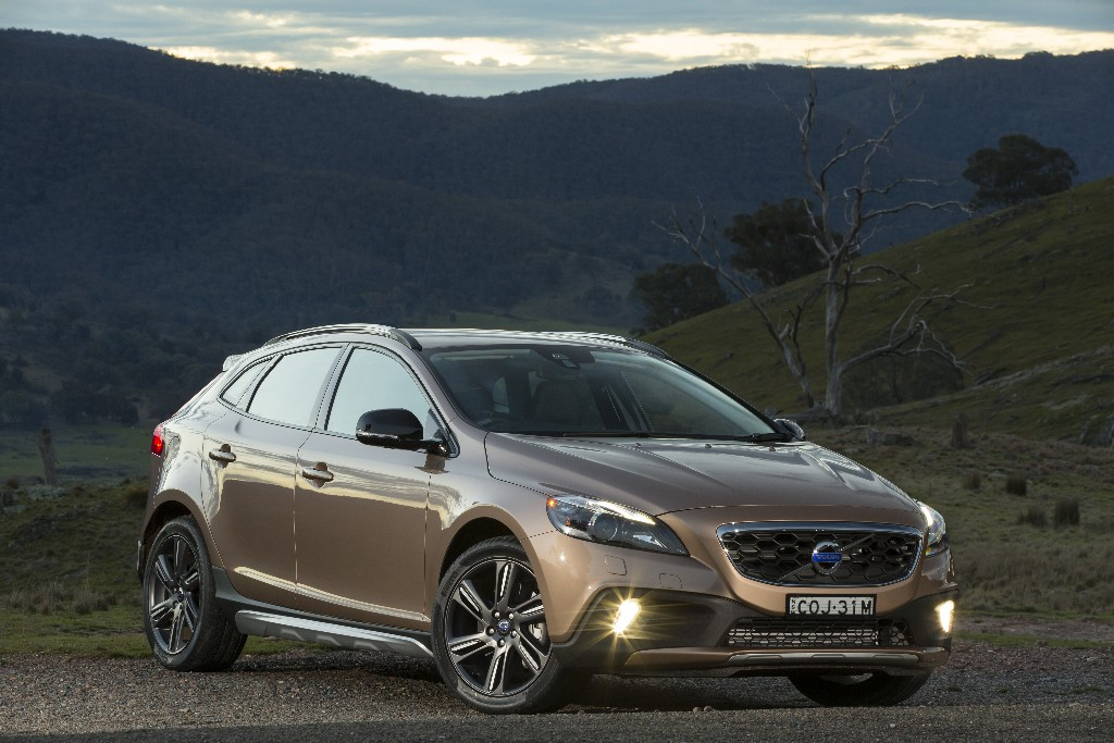 Review - 2013 Volvo V40 Cross Country First Drive