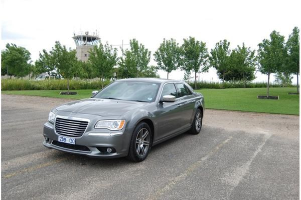 Review 2013 Chrysler 300c Review And Road Test
