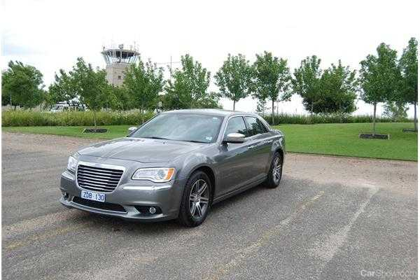 review 2013 chrysler 300c review and road test. Black Bedroom Furniture Sets. Home Design Ideas