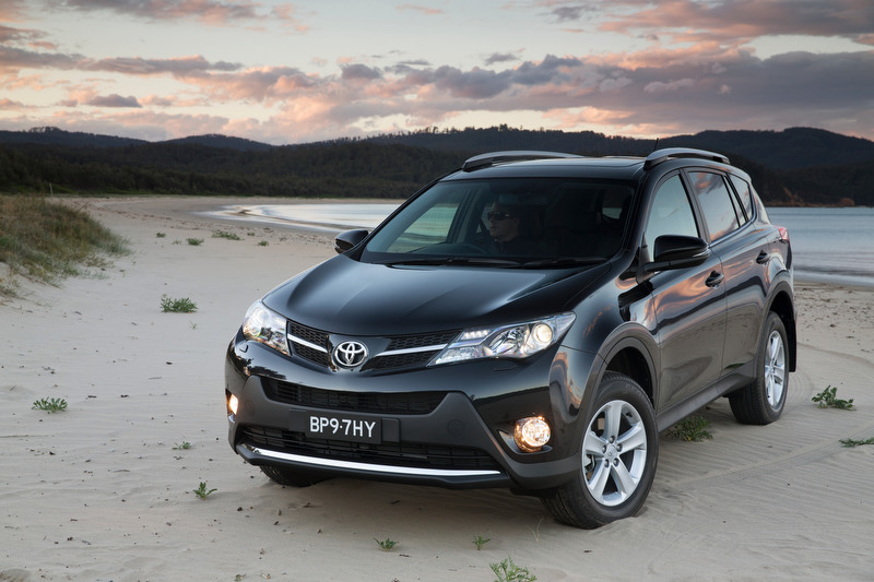 review 2013 toyota rav4 review first drive. Black Bedroom Furniture Sets. Home Design Ideas
