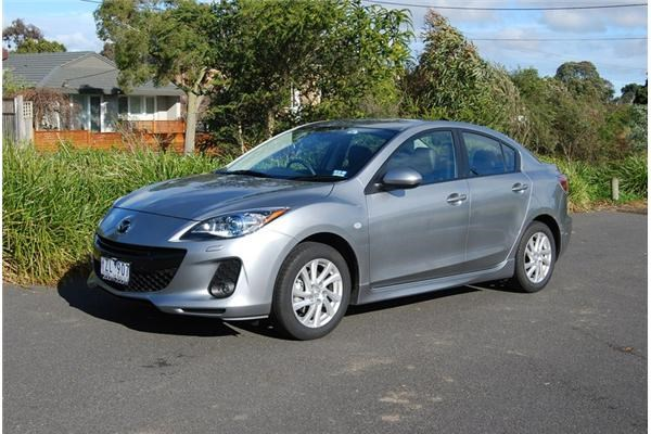 Review - 2012 Mazda3 SP20 SkyACTIV Review and Road Test