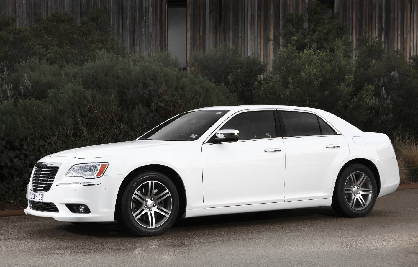 review 2012 chrysler 300 new car launch first drive. Black Bedroom Furniture Sets. Home Design Ideas