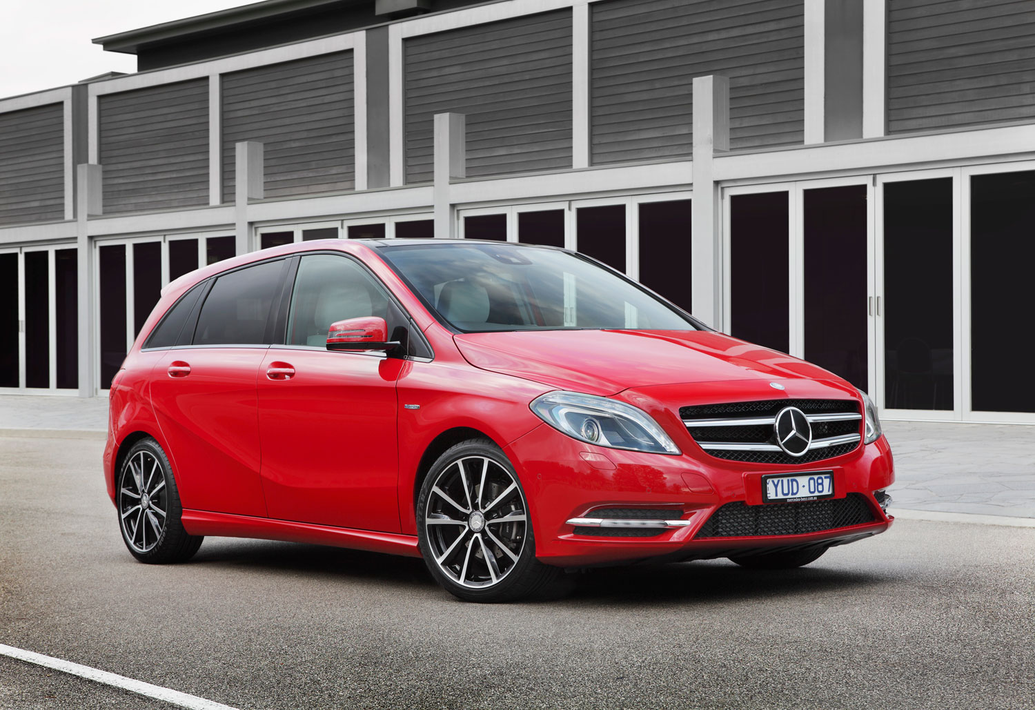 review 2012 mercedes benz b class first drive and review. Black Bedroom Furniture Sets. Home Design Ideas