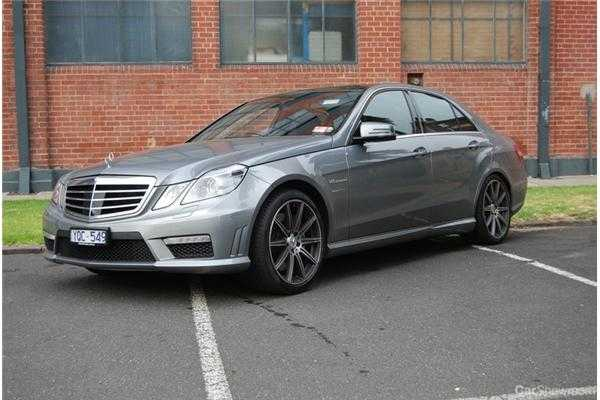 review 2012 mercedes benz e63 amg review and road test. Black Bedroom Furniture Sets. Home Design Ideas