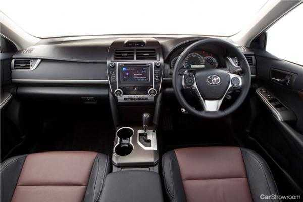 review 2012 toyota camry review and first drive. Black Bedroom Furniture Sets. Home Design Ideas