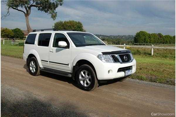 review 2011 nissan pathfinder ti550 review and road test. Black Bedroom Furniture Sets. Home Design Ideas