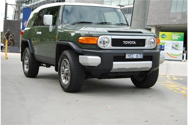 review 2011 toyota fj cruiser review and road test. Black Bedroom Furniture Sets. Home Design Ideas