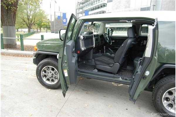 Review  2011 Toyota FJ Cruiser Review and Road Test