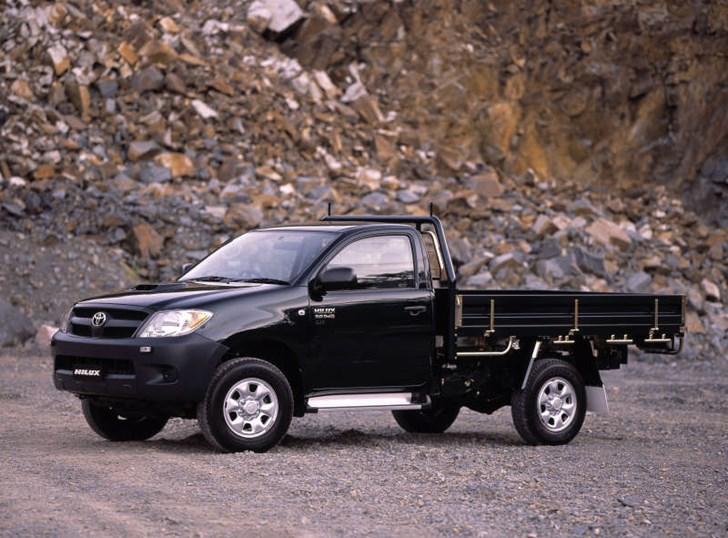 True Value Car >> Review - Toyota Hilux SR Review & Road Test