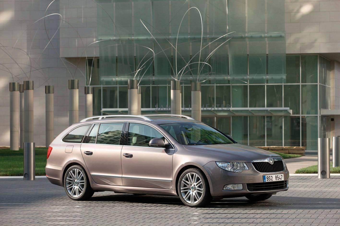 Review Skoda Superb Elegance Tdi Wagon Review And Road