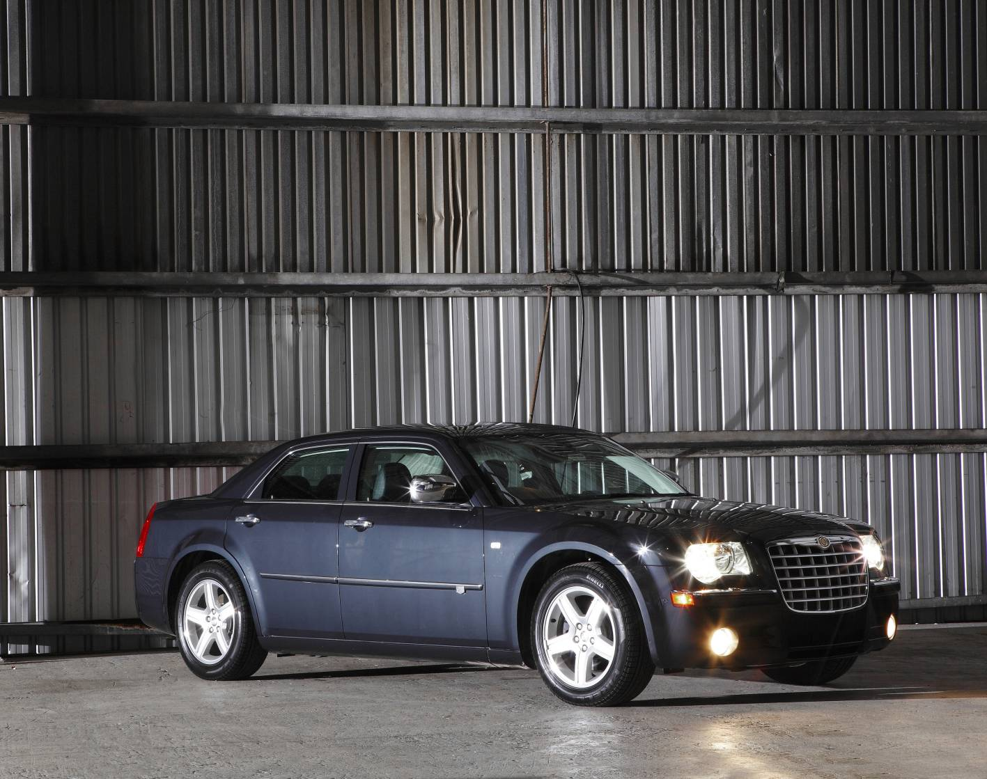 review 2010 chrysler 300c 5 7 hemi v8 car review and. Black Bedroom Furniture Sets. Home Design Ideas