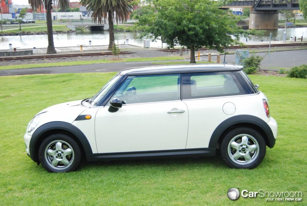 review 2010 mini cooper d car review. Black Bedroom Furniture Sets. Home Design Ideas
