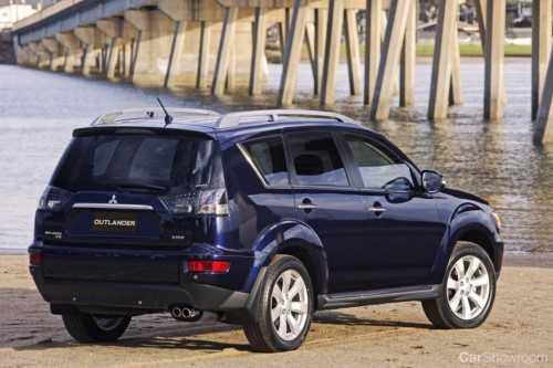 review 2010 mitsubishi outlander car review. Black Bedroom Furniture Sets. Home Design Ideas