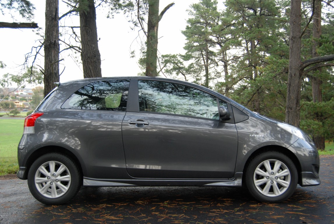 review 2009 toyota yaris yrx 3 door car review. Black Bedroom Furniture Sets. Home Design Ideas