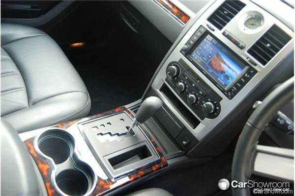 Review  2009 Chrysler 300C  Car Review