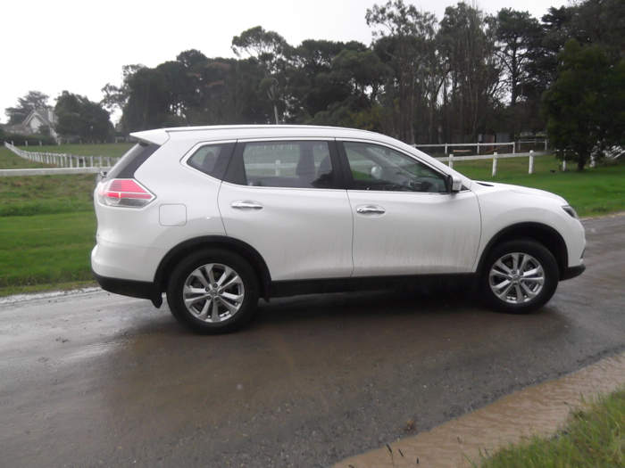 review nissan x trail st review and road test. Black Bedroom Furniture Sets. Home Design Ideas