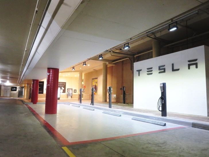News Tesla Opens Melbourne Store At Chadstone