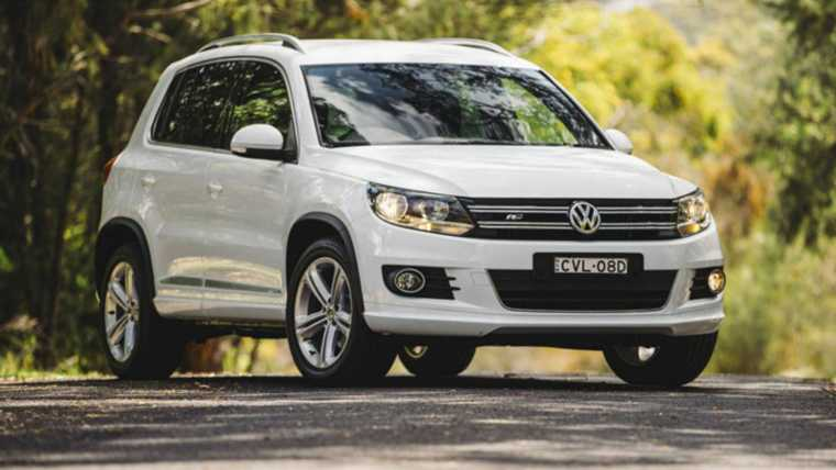 volkswagen tiguan 155 tsi r line 4x4 prices and specifications. Black Bedroom Furniture Sets. Home Design Ideas