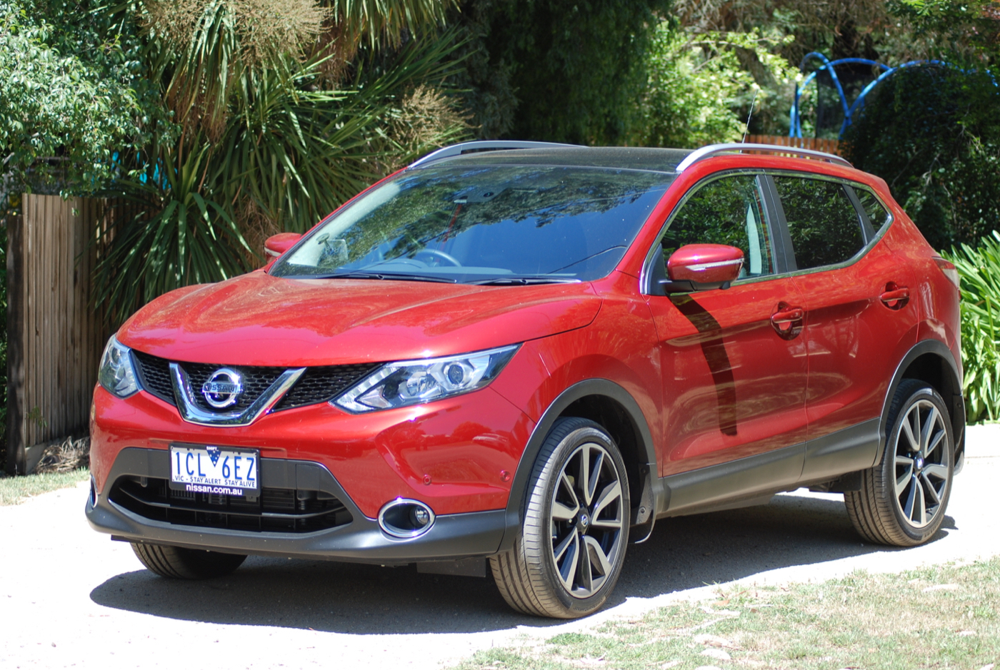 review 2015 nissan qashqai st review. Black Bedroom Furniture Sets. Home Design Ideas