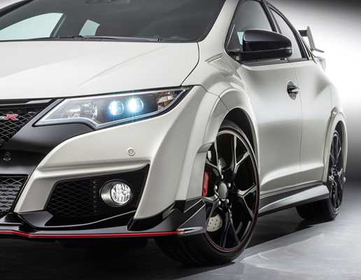 Honda Civic Type R Takes On The Ring 08 Feb 2016