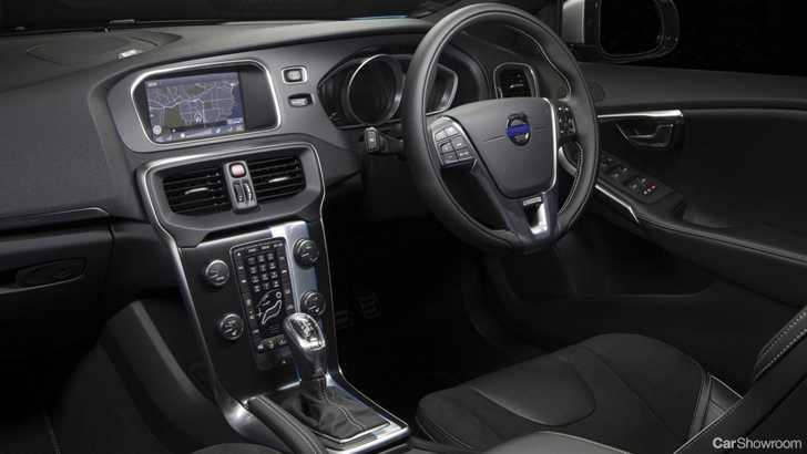 Review volvo v40 t5 r design review and road test for Interior volvo v40