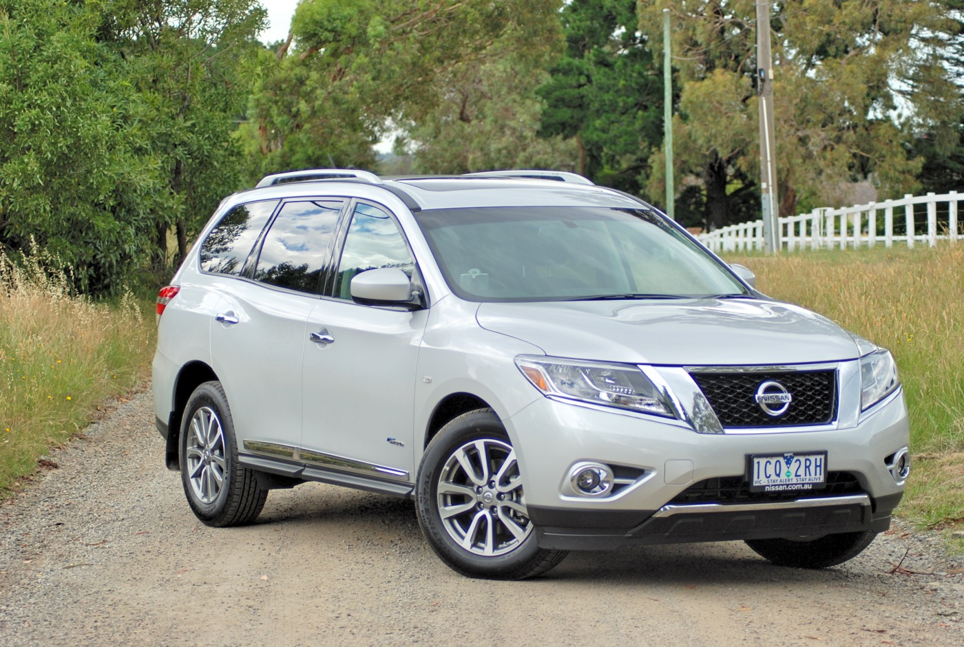 Review 2015 Nissan Pathfinder Hybrid St L Review