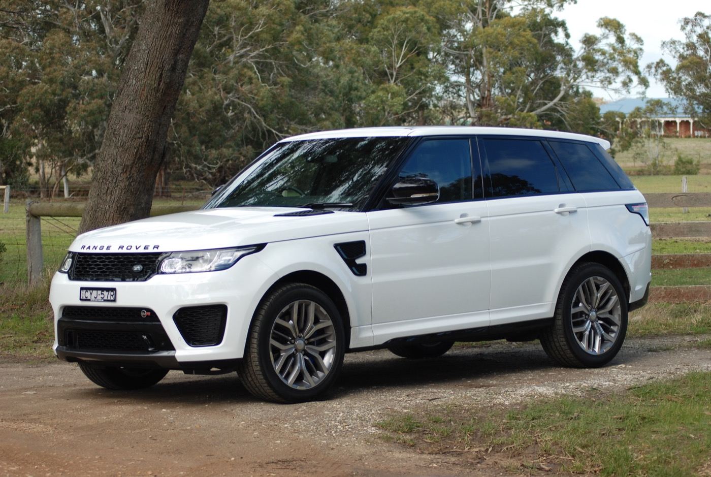 Review 2015 range rover sport svr review road test for Mercedes benz range rover price