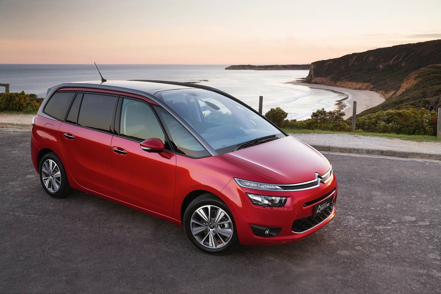 news citroen grand c4 picasso gains extra safety and technology. Black Bedroom Furniture Sets. Home Design Ideas