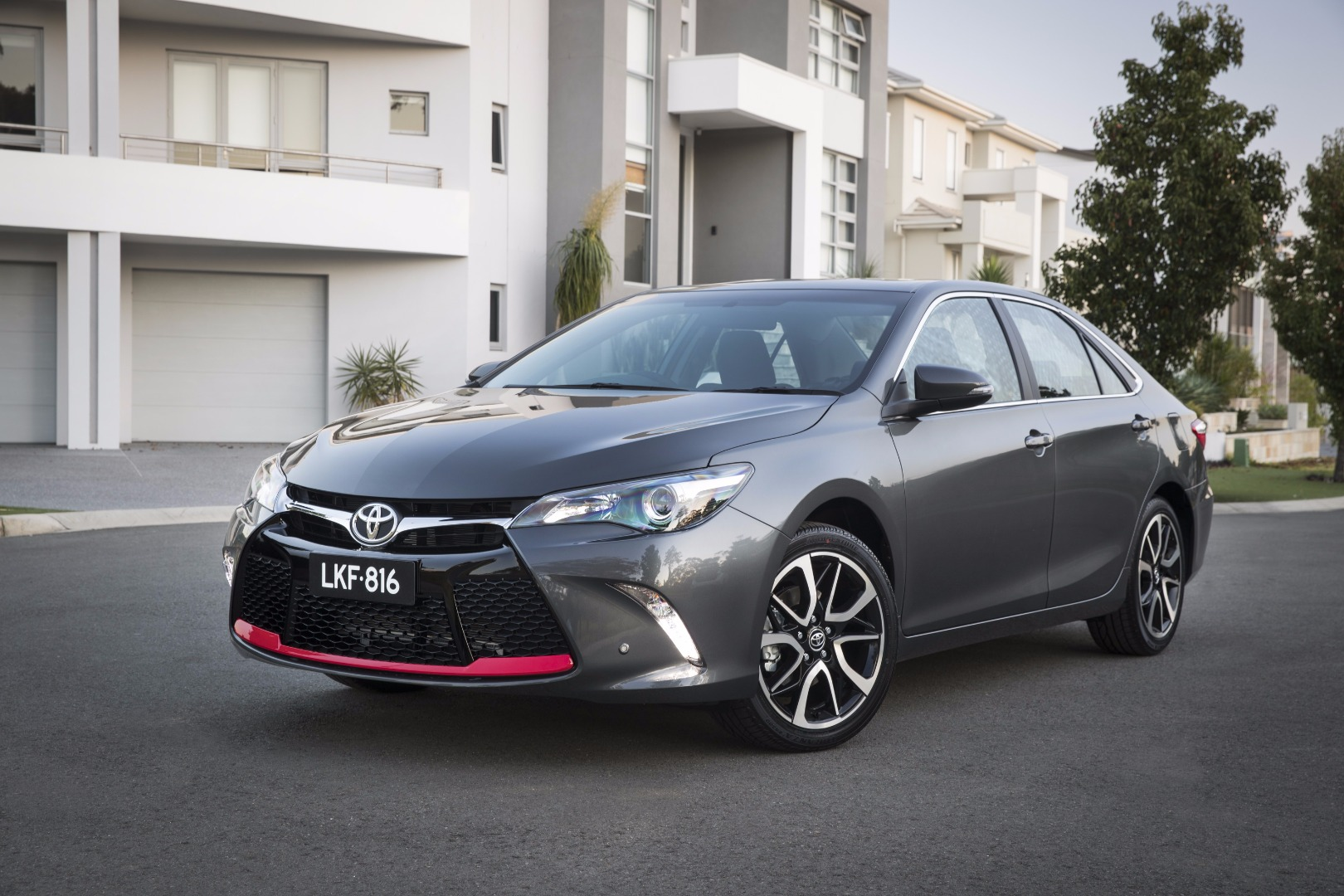 news refreshed toyota camry range on sale in june. Black Bedroom Furniture Sets. Home Design Ideas