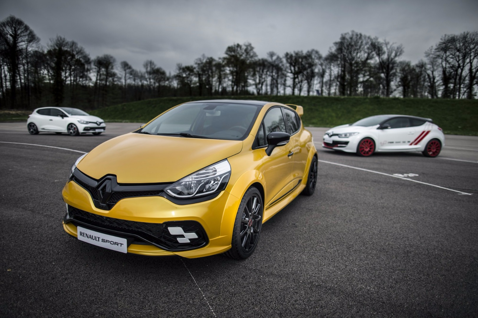 news renault unveils most powerful clio the rs 16 concept. Black Bedroom Furniture Sets. Home Design Ideas