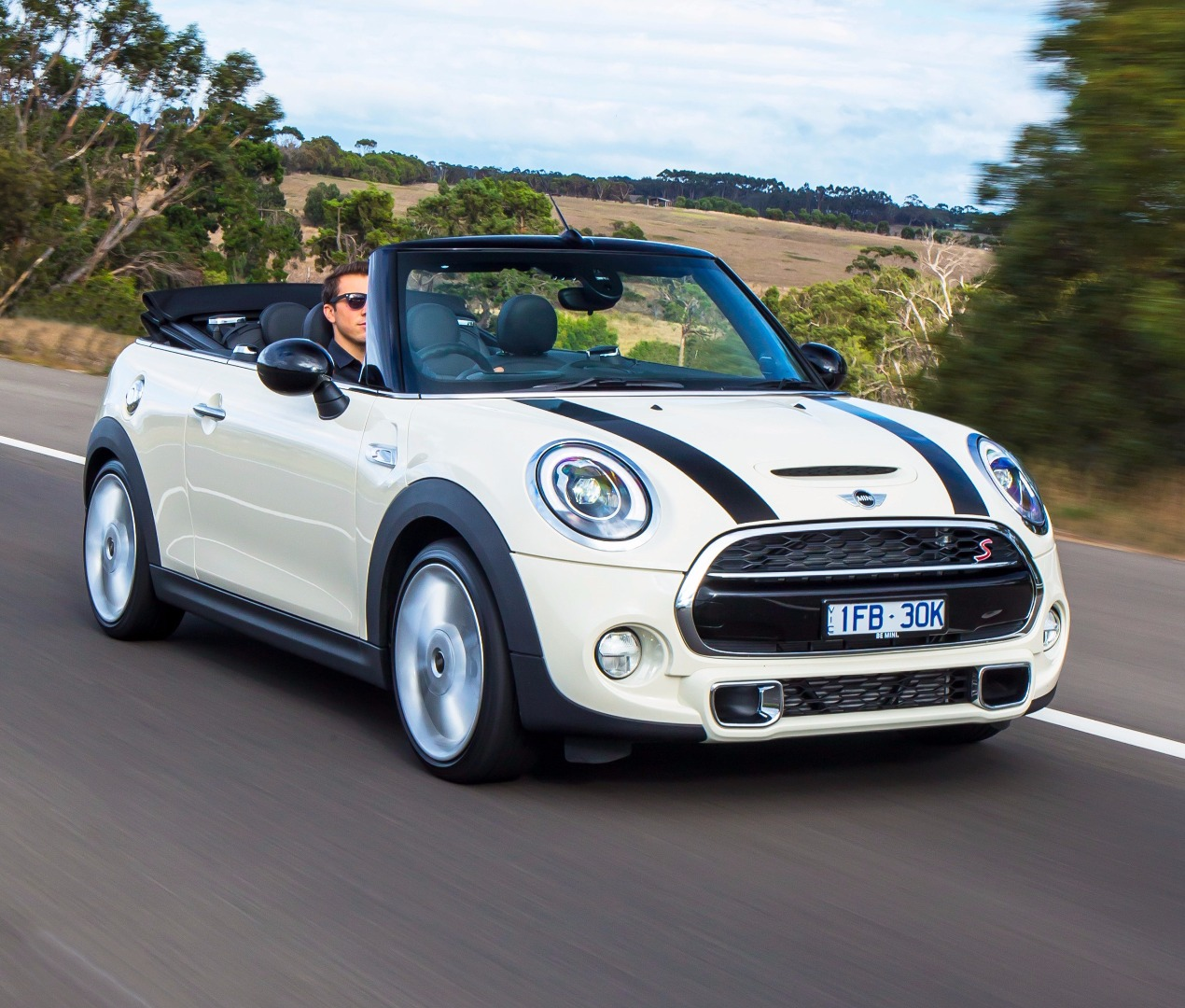 review 2016 mini cooper s convertible full review. Black Bedroom Furniture Sets. Home Design Ideas