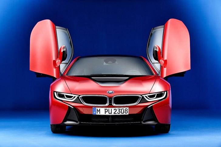 BMW i8's Plug-In Hybrid Drivetrain Wins Engine Of The Year