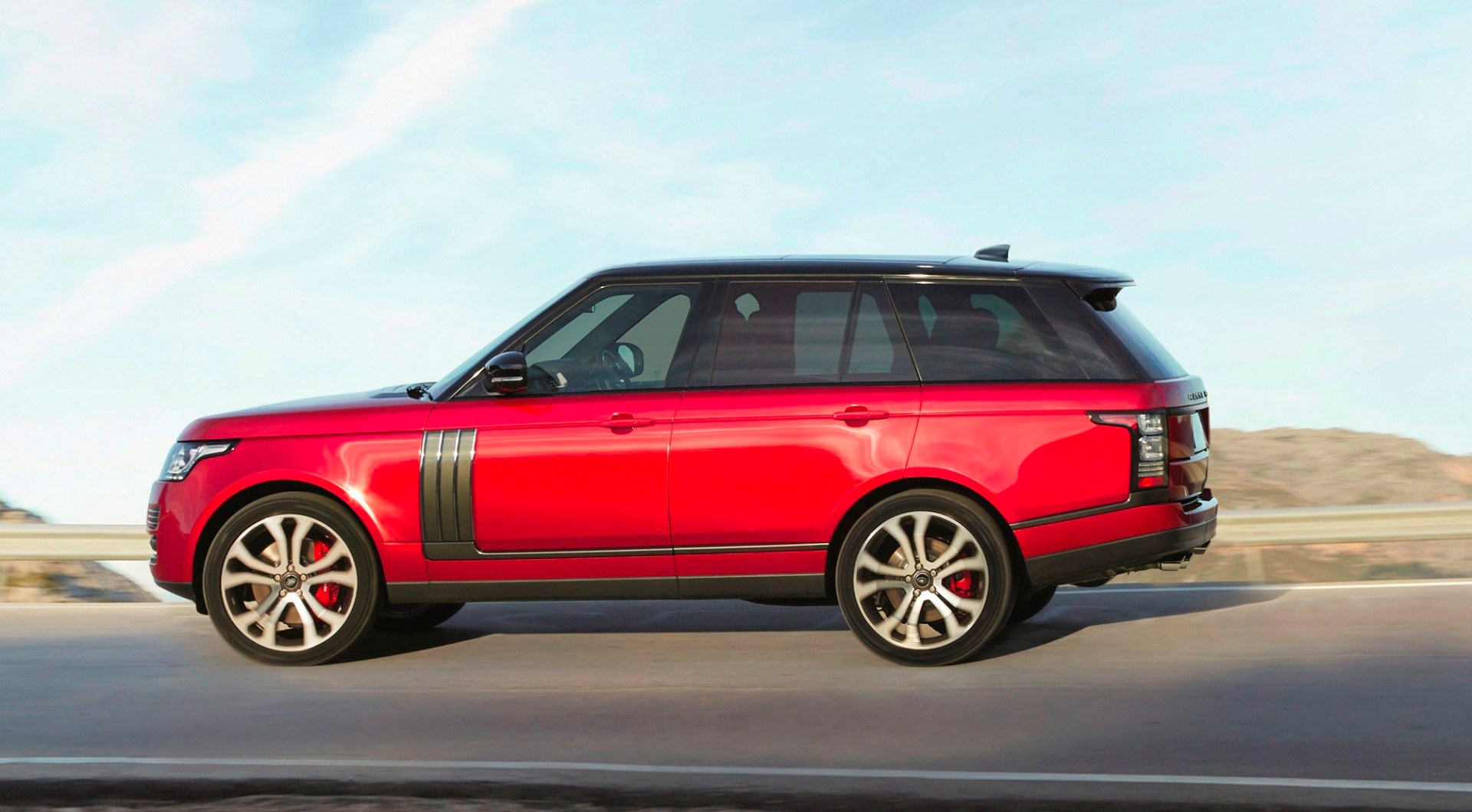 2017 Range Rover Gets Extensive Tech, Engine Updates Thumbnail