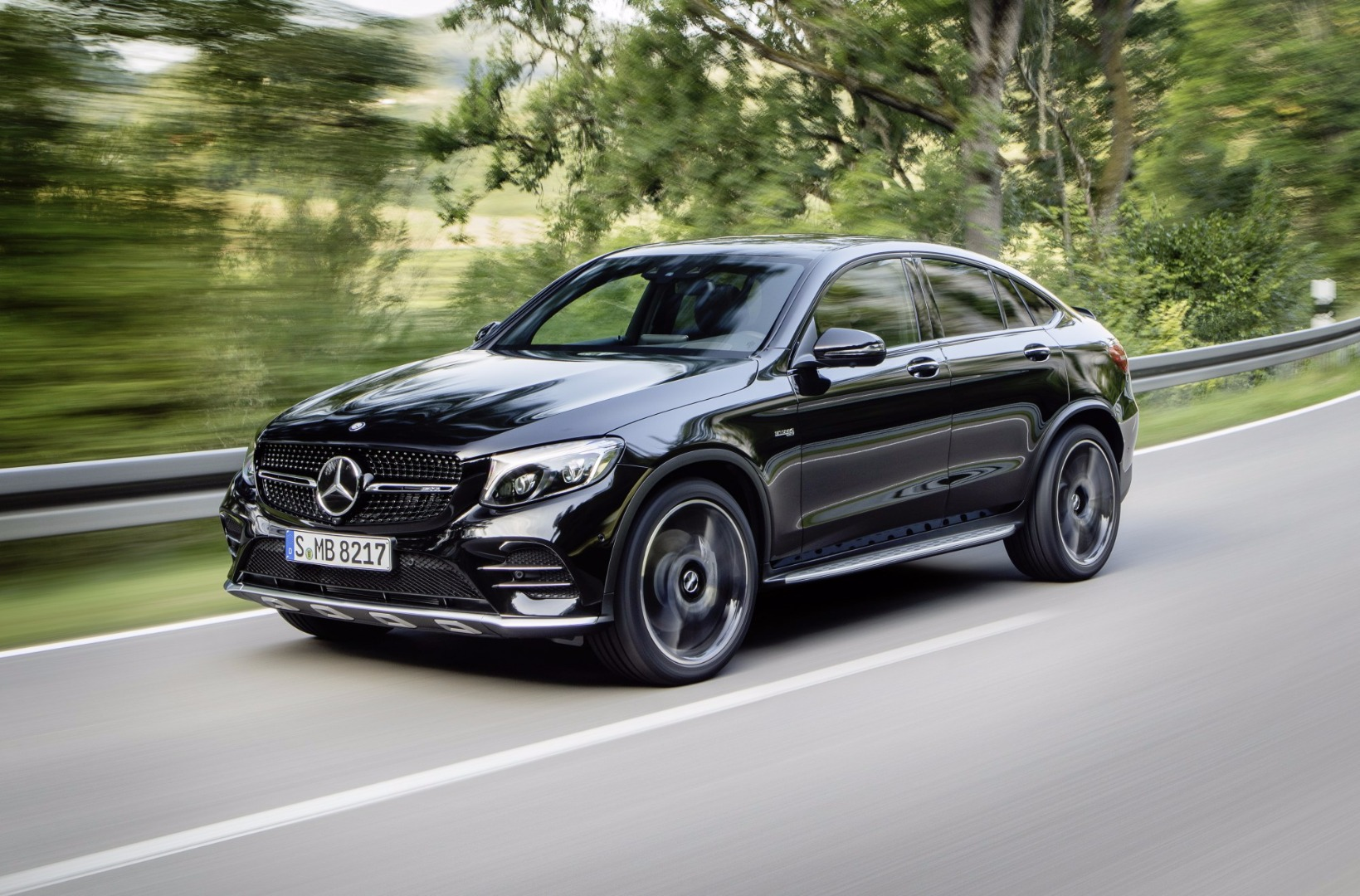 news mercedes amg unveils glc 43 4matic coupe. Black Bedroom Furniture Sets. Home Design Ideas