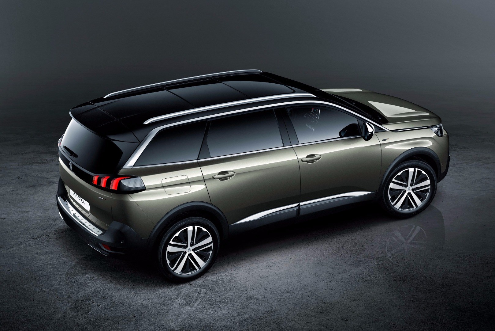 Peugeot Reveals All-New 5008 With SUV Genes Thumbnail