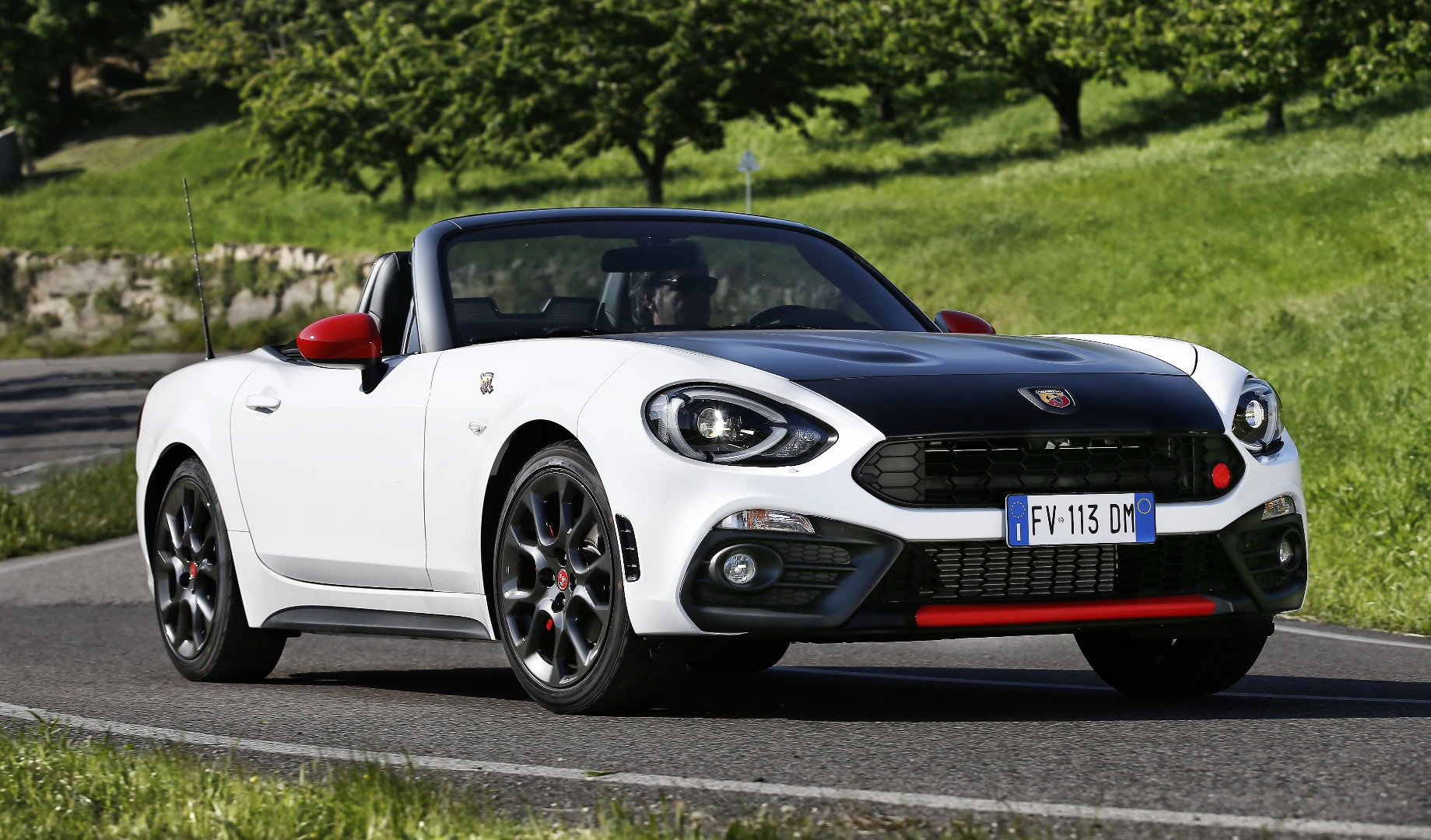 news fca australia lays out specs for abarth 124 spider. Black Bedroom Furniture Sets. Home Design Ideas