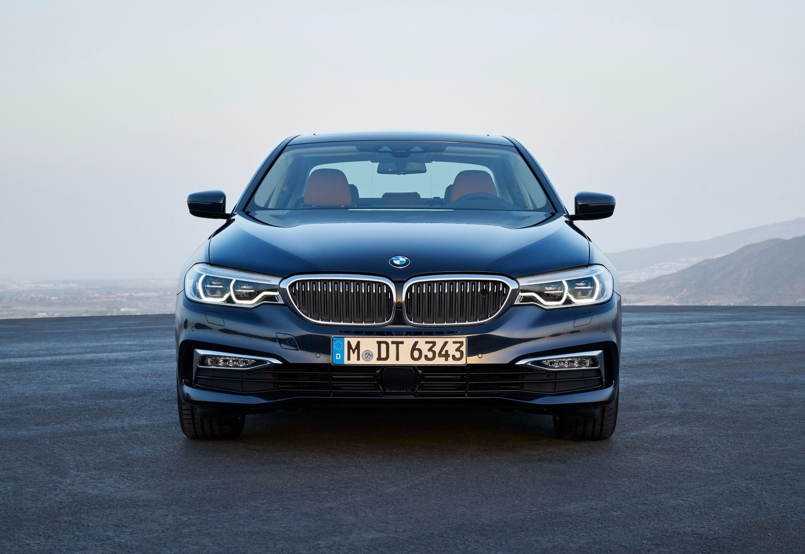 news all new bmw 5 series brings wireless apple carplay. Black Bedroom Furniture Sets. Home Design Ideas