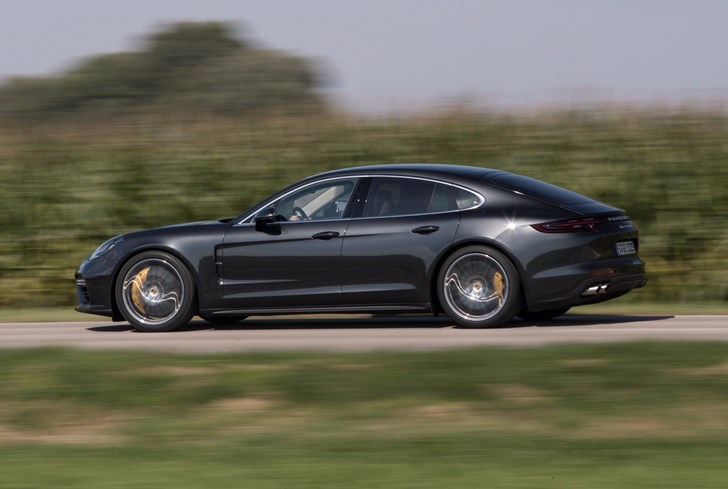 News Mercedes Amg Gt 4 To Rain On Panamera S Parade In 2019