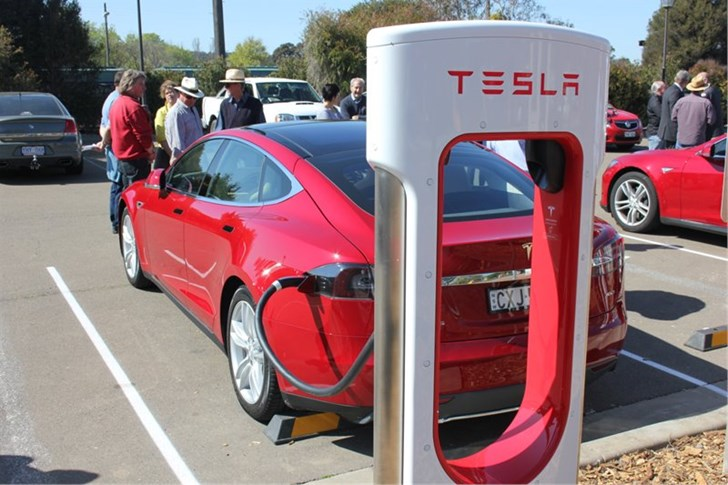 End of Free Charging: Tesla to Charge for Superchargers in 2017