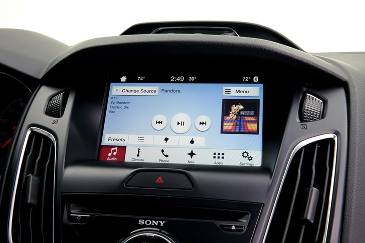 Ford & Toyota Pioneer New Smartphone Mirroring Tech