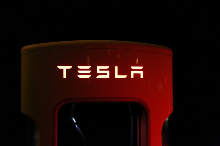 Tesla Hires Apple Software Bigwig To Lead Autopilot