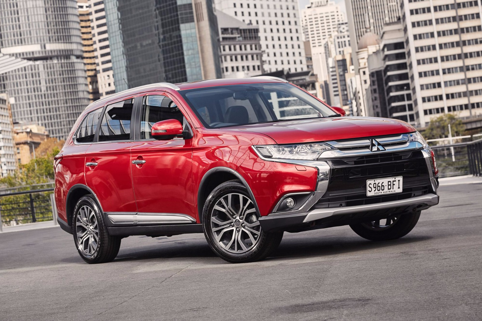 Review 2017 Mitsubishi Outlander Review