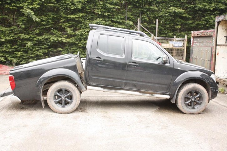 Nissan Navaras and Pathfinders Snapping In Half?