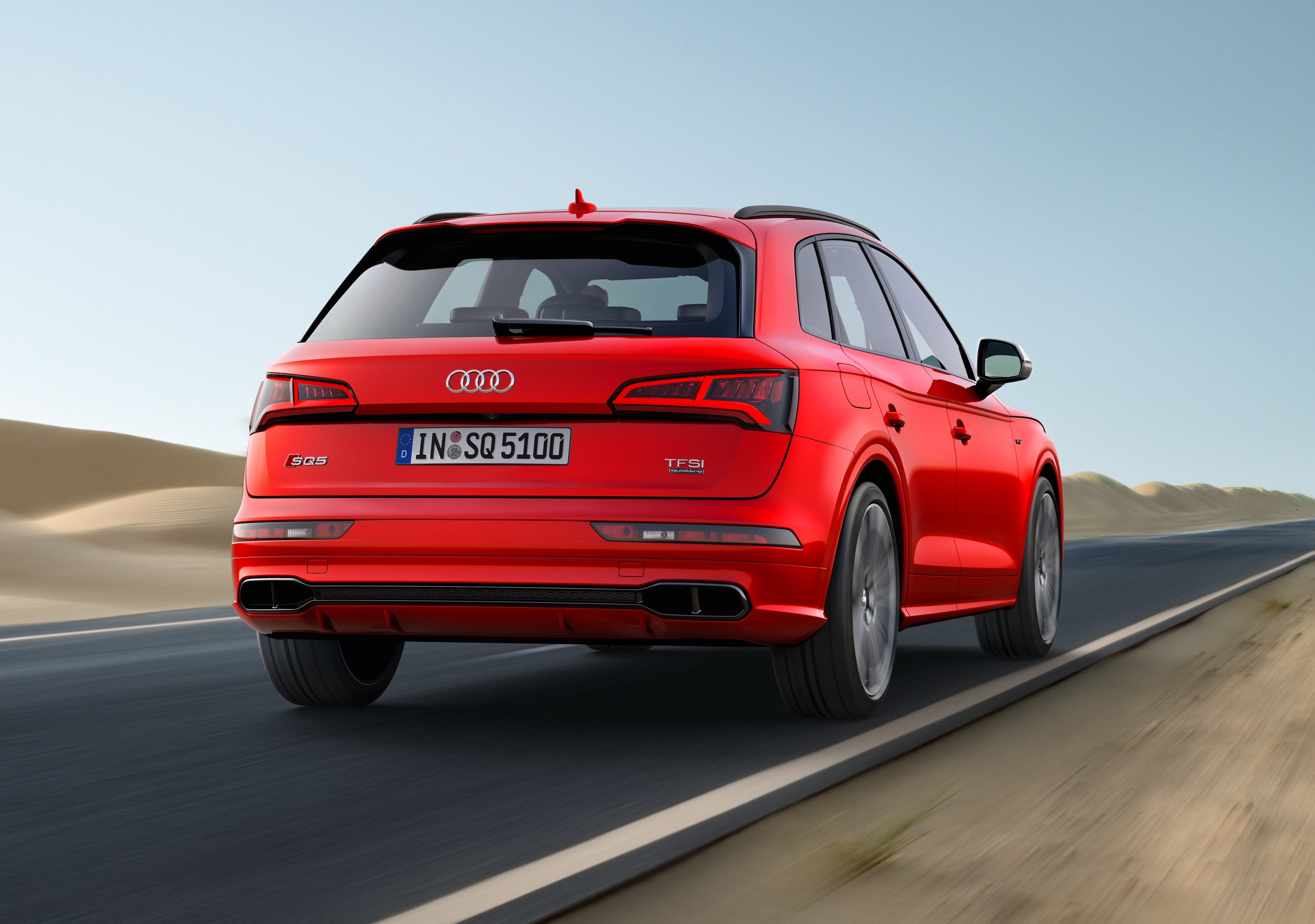 news hot audi rs q5 could break cover in march. Black Bedroom Furniture Sets. Home Design Ideas
