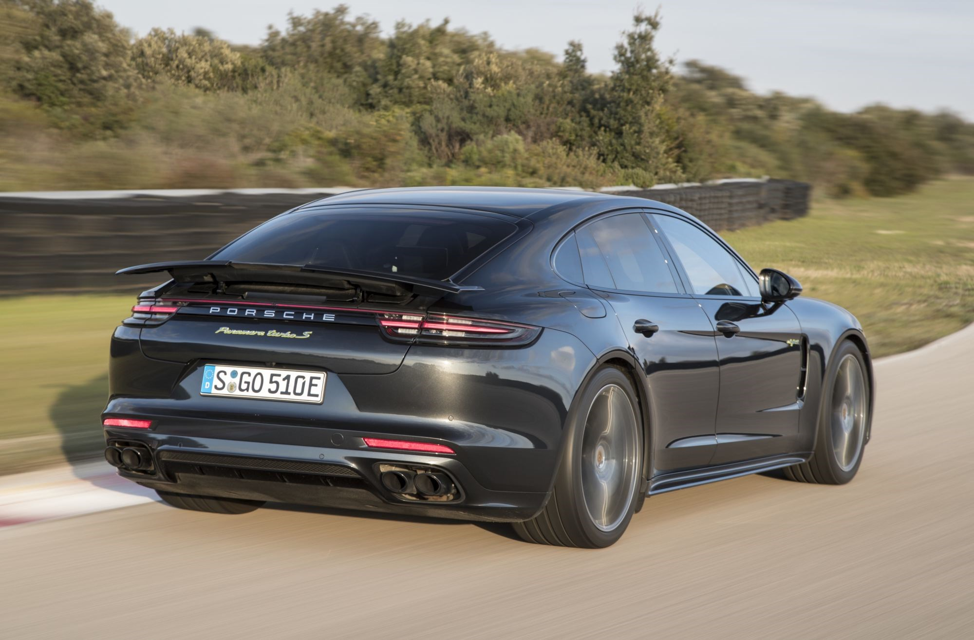Panamera Turbo S E-Hybrid Is New Porsche Saloon King Thumbnail